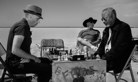 street photography chess venice beach california black and white photography street